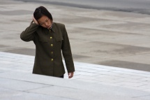 North_Korea_-_Woman_soldier_(5381388280) (1)