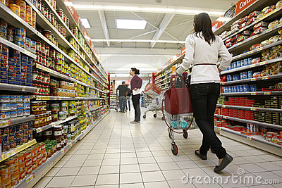customers-shopping-supermarket-17886239